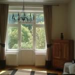 okno v obývacím pokoji