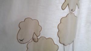plyčová ovečka na závěsu