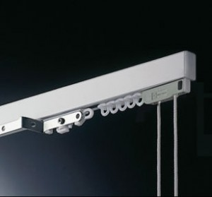 kolejnice s montáží do stropu